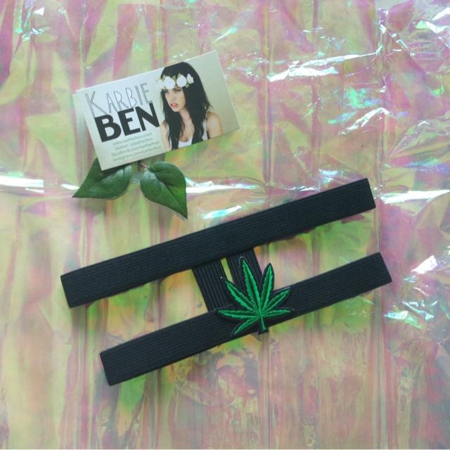 Karbie Ben Weed Garter