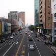 6 staršie málopodlažné budovy a moderné výškové tvoria charakteristický obraz miest.JPG