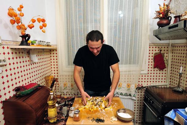Razvan Anton cartofi la cuptor amestecati condimente