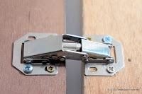 裝潢五金 品名:AI002-芬蘭丁雙 規格:小/大 顏色:銀色 特色:功能跟鉸鍊一樣但是不用挖洞 玖品五金