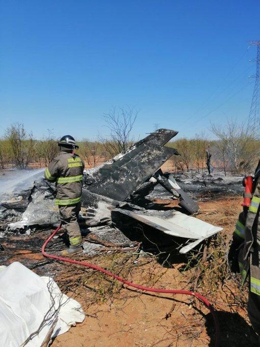 Bomberos avioneta desplomada en Sonora