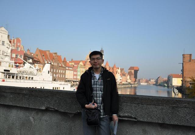 我與Żuraw的合照,格但斯克必合照的景點之一