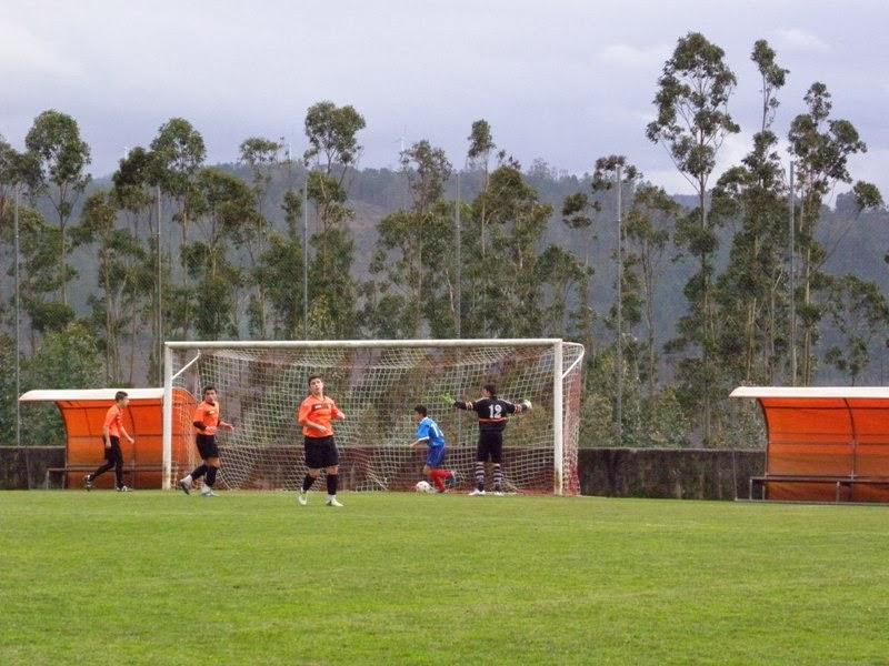 XUVENIS: Gol de Marcelo fronte o San Sadurniño. A Piscina (21/12/2013)