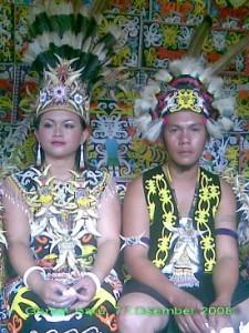 Pakaian Adat Kalimantan Timur Pakaian Tradisional Kalimantan Timur Kaltim 225x300 Pakaian Adat Tradisional Indonesia