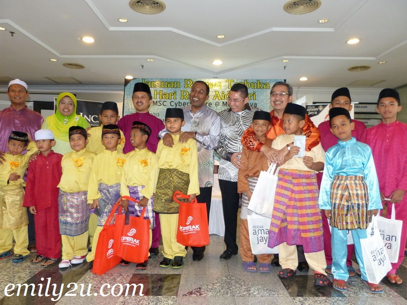MB Inc KPerak hari raya open house