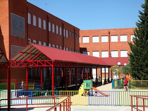 Renovación de pérgolas en los colegios- El Ayuntamiento de Fuenlabrada destina 150.000 euros a estas reparaciones