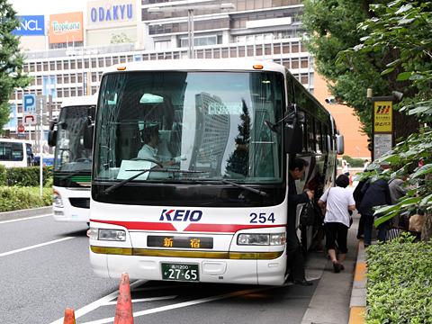 京王バス東「中央高速バス富士五湖線」 K60254 新宿高速BT到着