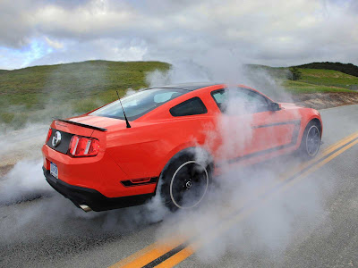 Ford-Mustang_Boss_302_2012_1600x1200_Burn_Whell