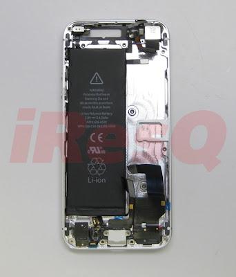 iPhone5バッテリーをiPhoneのバックシェルに装着したところ