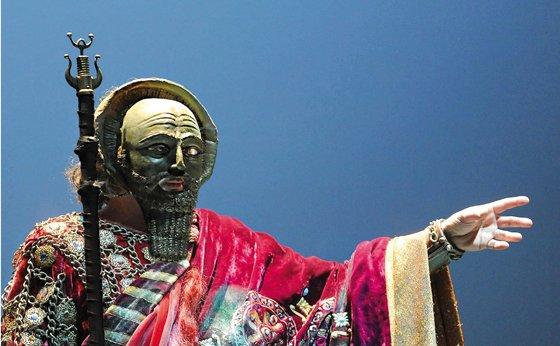 Nabucodonosor, rey de Asiria.