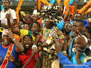 Des Congolais soutiennent les Léopard de la RDC lors du match de la Can 2013 contre les Aigles du Mali: 1-1 à Durban en Afrique du Sud. Radio Okapi/ ©Apollinaire Matongo