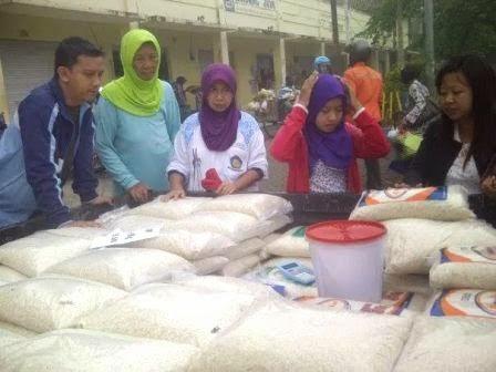 Berita dan Foto Ngawi hari ini adalah Operasi pasar tekan harga beras tinggi