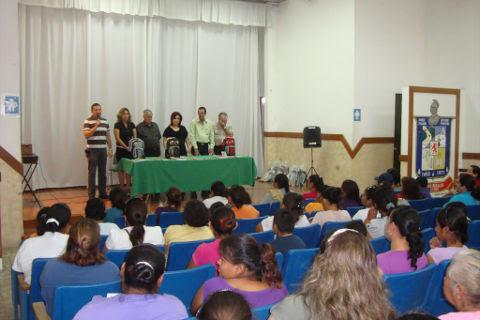Evento de entrega de apoyos en paquetes escolares