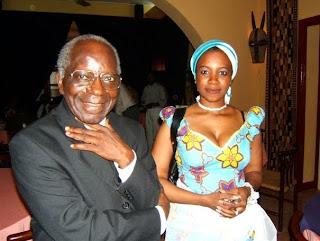 A gauche, le Père Martin Ekwa, à côté de la fille de l'ambassadeur Antoine Ghonda (Photo droit tiers)