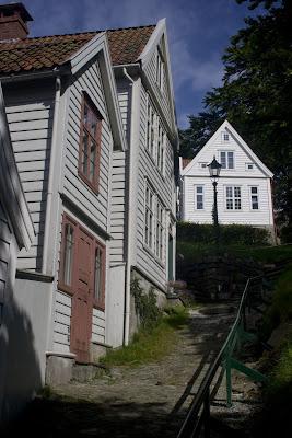 Otra de las empinadas calles del museo