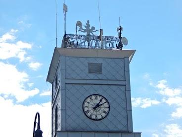 Ratusz w Lipnie, na wieży replika metalowego trębacza wykonanego przez ojca Poli