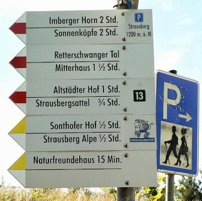 Wegweiser am Parkplatz Strausberg Imberg Sonthofen Allgäu