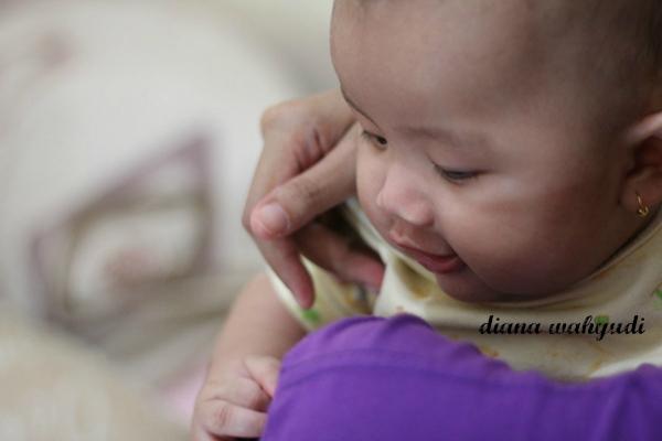 Bayi Di Pelukan Mama