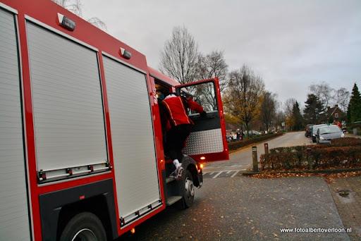 Sinterklaas komt aan bij Josefschool overloon 02-12-2011 (8).JPG