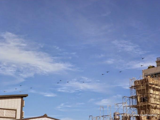 20多架各式直升機飛過中壢天空