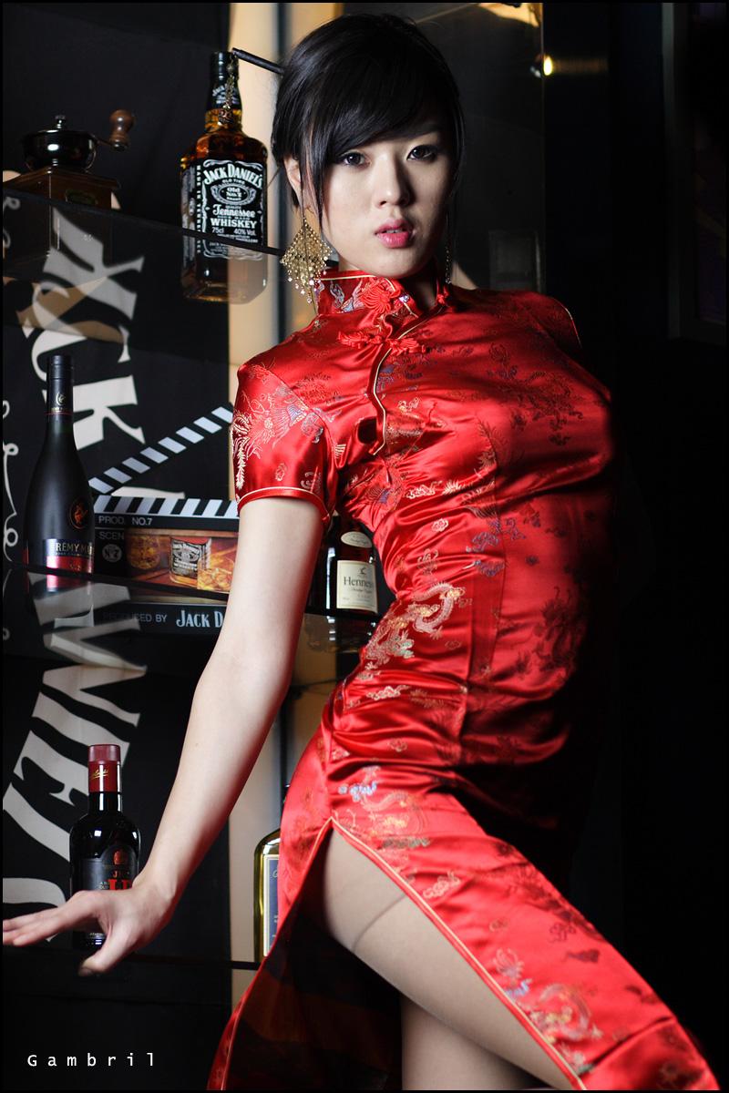 частности, сексуальная девушка в китайской одежде пришла к парню это честно, когда
