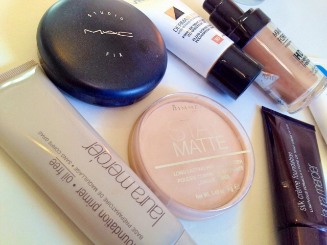 Matte and oil free foundations and primers