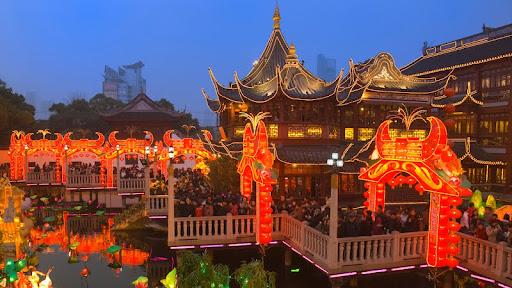 Chenghuang Temple Fair, Shanghai, China.jpg