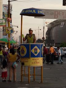 Policière Inca Kola