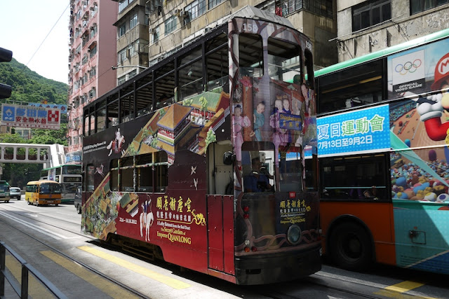Hong Kong tram with Hong Kong Museum of Art advertisement
