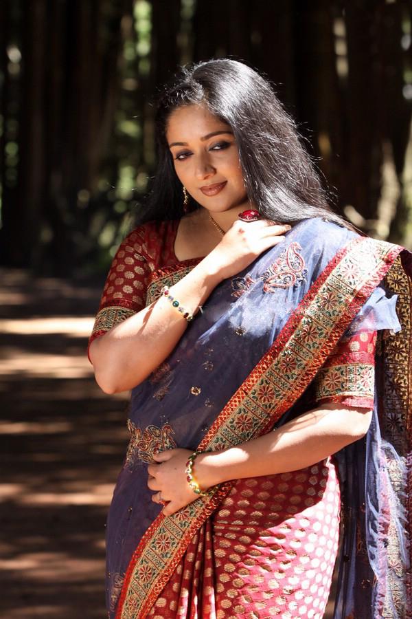 Kavya Madhavan in Black Saree Kavya Madhavan in Saree Latest