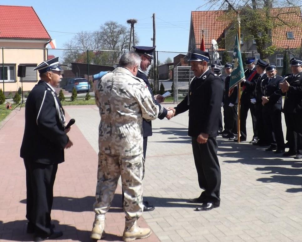 Auch HJZ wurde die Ehre zu Teil, bei der Auszeichnung der polnischen Kameraden mitwirken zu dürfen. (Zum Aufrufen der Bildergalerie auf das Bild klicken, alle Bilder © gemeinde-tantow.de)
