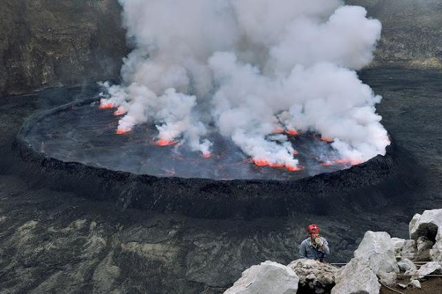 استكشافية لبركان نيراجونجو افريقيا 7.jpg