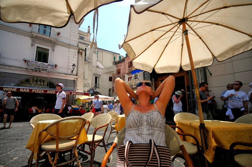 Неаполь. Слухи о ... (нужное вставить) ... сильно преувеличены.