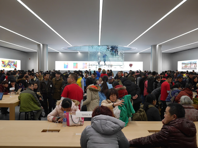 crowd at Jiefangbei Apple Store in Chongqing on opening day