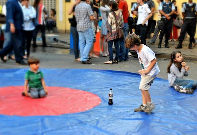 Na Savassi tem festa de rua com crianças participando