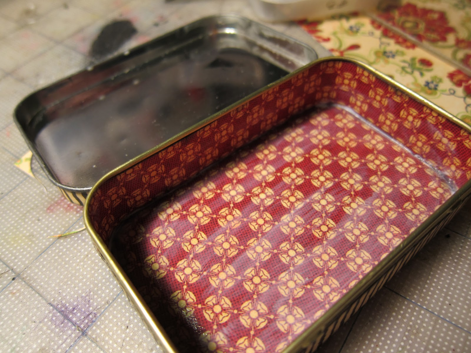 Junk Stuff Tutorial Altered Altoid Tin