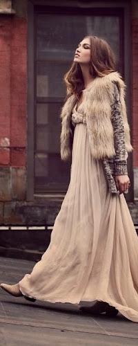 Falda larga y chaqueta de piel