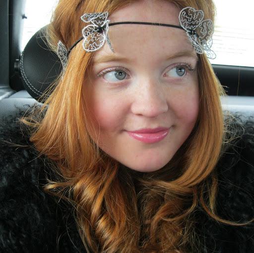 Lizzie Jones Photo 24