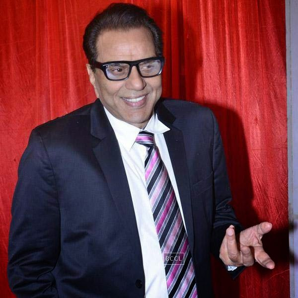 Dharmendra at the International Indian Achievers Awards event, held at Filmcity in Mumbai. (Pic: Viral Bhayani)