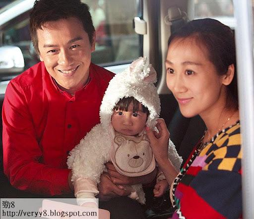 陳浩民有份客串演出,老婆蔣麗莎帶女探班,更即場示範沖奶。