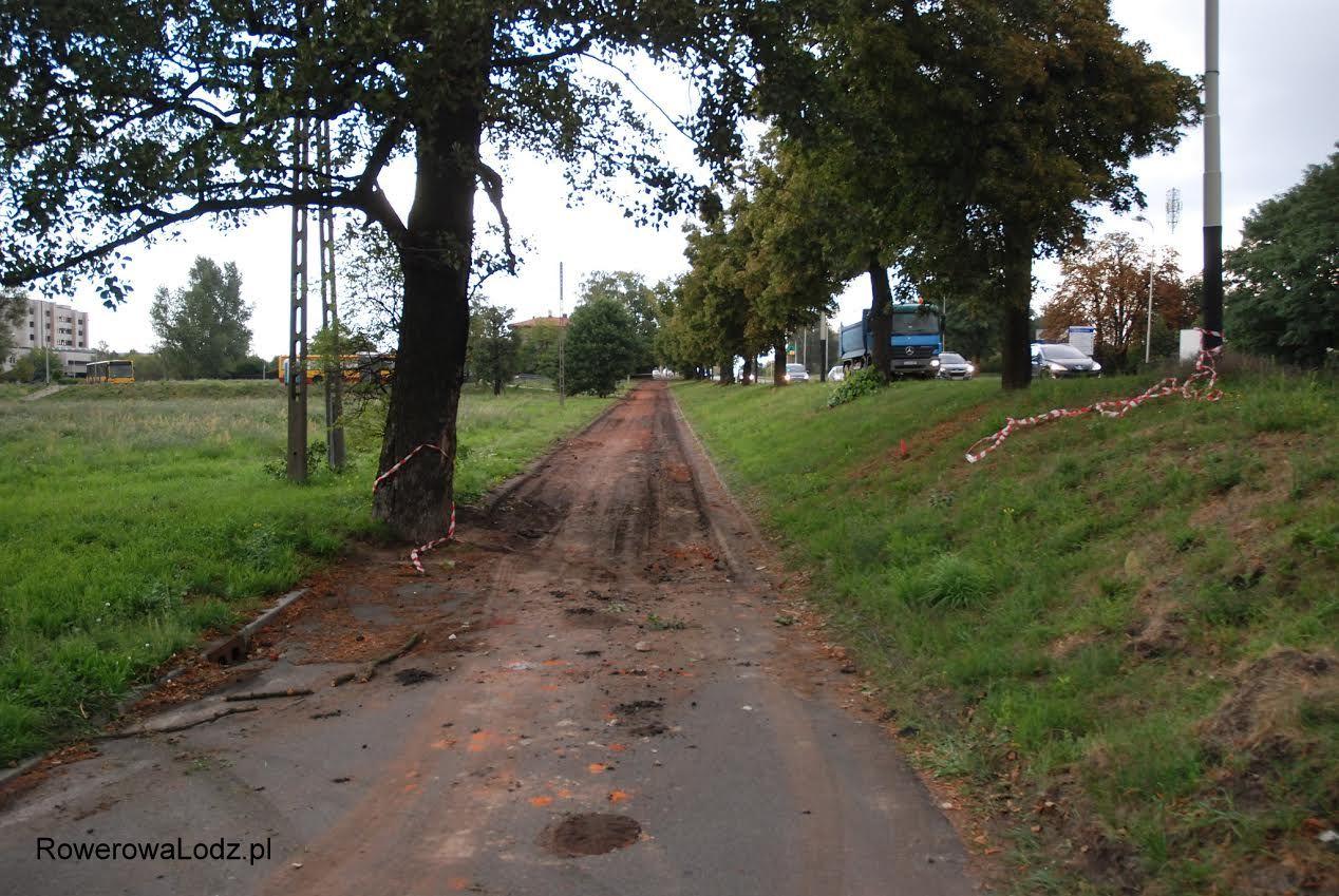 Zerwana cienka warstwa asfaltu.