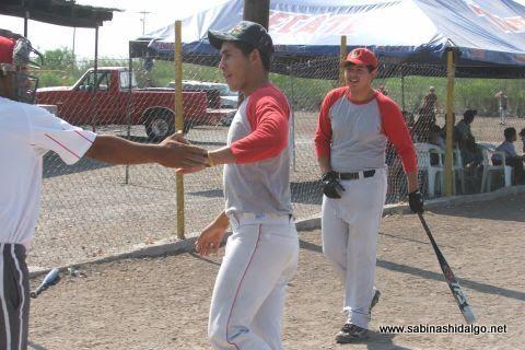 Hugo García de Los H de Vallecillo en el softbol del Club Sertoma