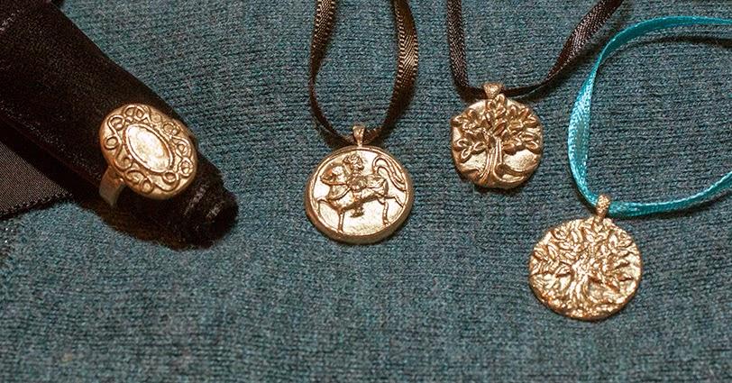 Mes premiers essais en pâte de métal (bronze doré prémium) Pres2