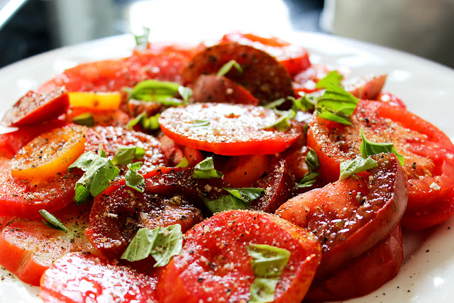 Tomatensalat; homemade by machetwas.blogspot.com #machetwas.blogspot.com #salad #tomatos #homemade #food