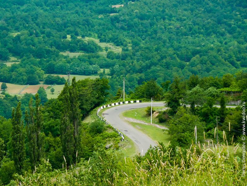 Дорога к Гелатскому монастырю в Грузии