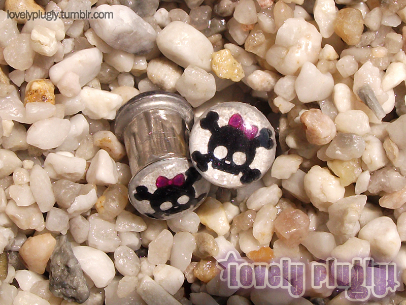 8mm / 0g Cute Skulls With Bows Plugs