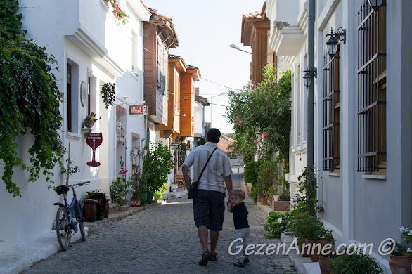 Bozcaada sokaklarında