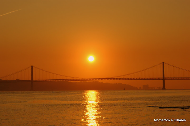 Pôr do sol sobre a ponte 25 de Abril