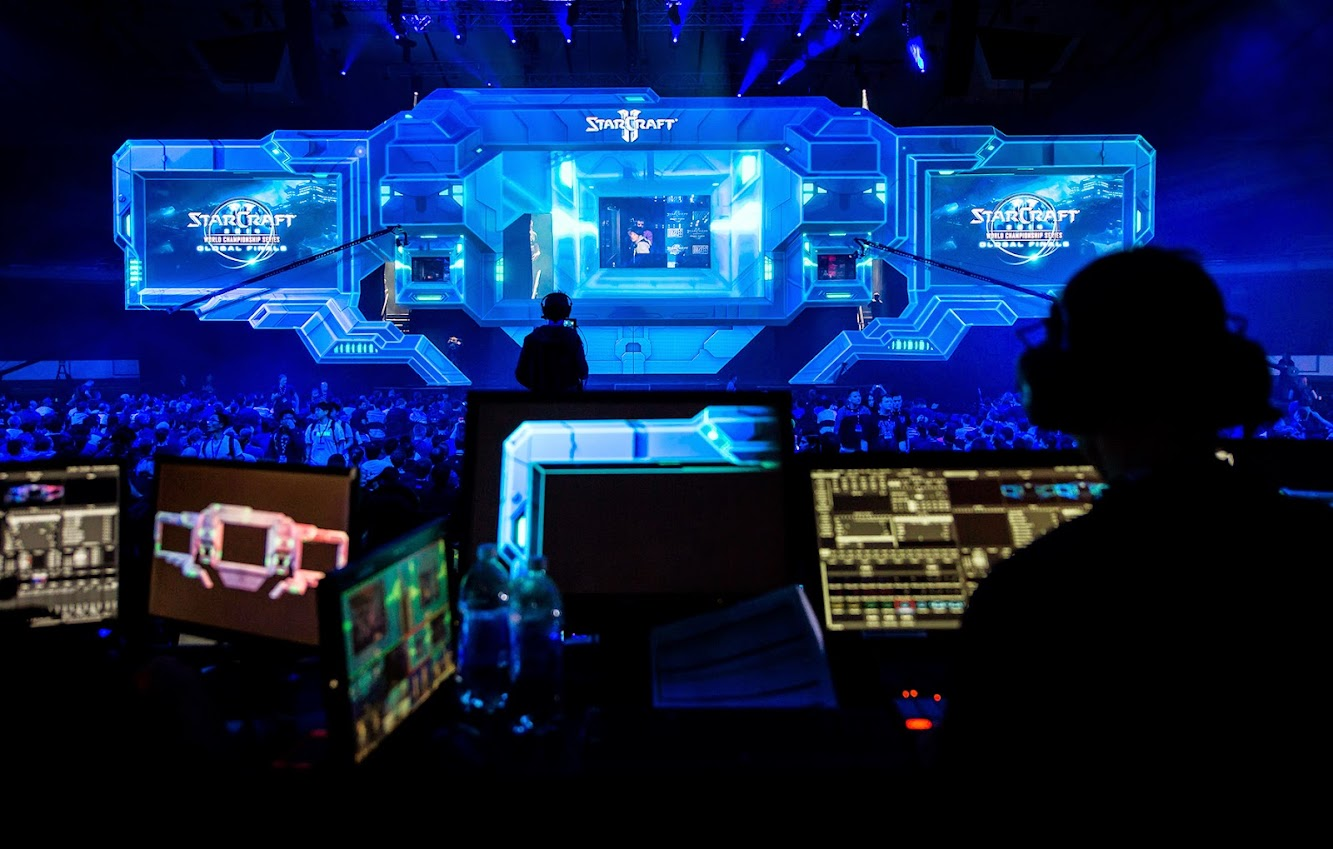 V Squared Labs Awes With Groundbreaking StarCraft II Projection Mapped Stage for the World Champion Series at BlizzCon 2014
