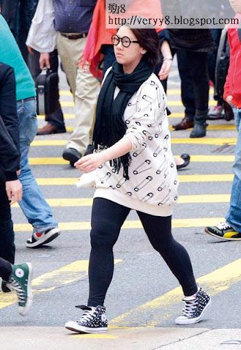 鍾意食又唔願減肥的欣宜,腰圍已經去到 40吋,在鬧市步走,全無星味,無人認得佢。